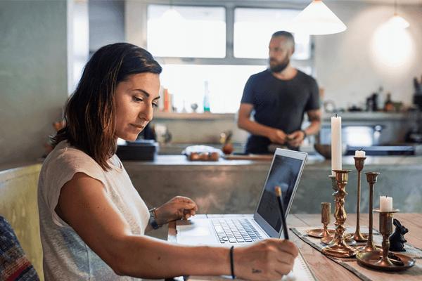 trabalhando de casa com blogs