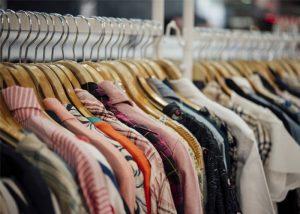 roupas penduradas
